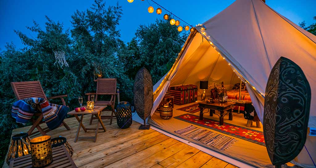 what is glamping