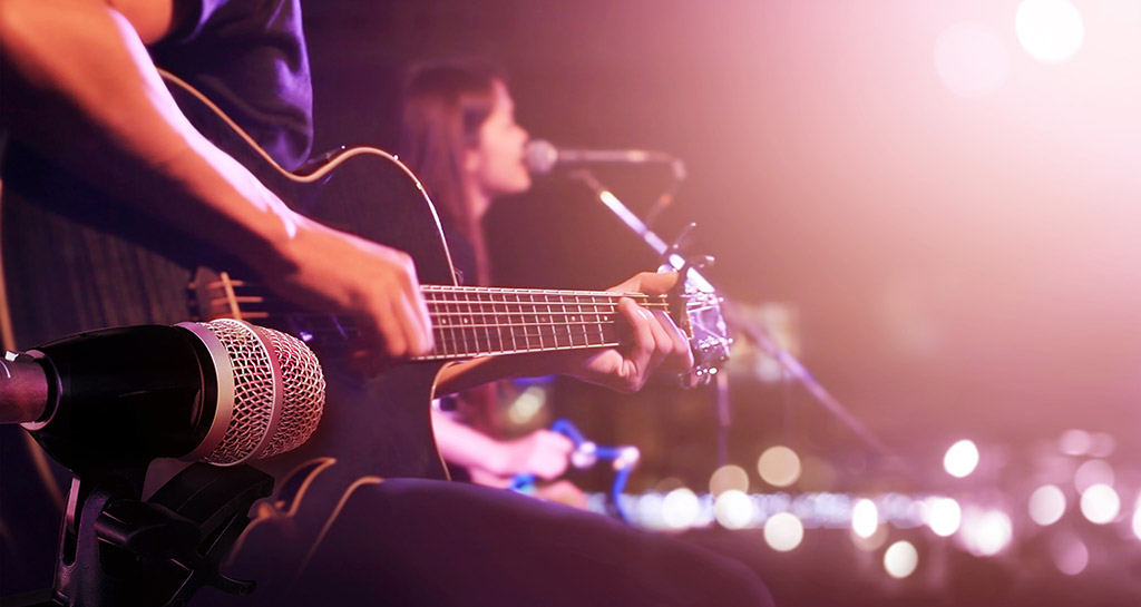 Pump it up! Live music Barcelona Bars - Top 15 in Town | DoTravel