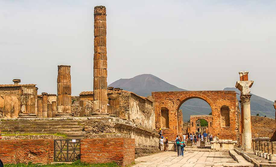 Discover the history by Pompeii Tours