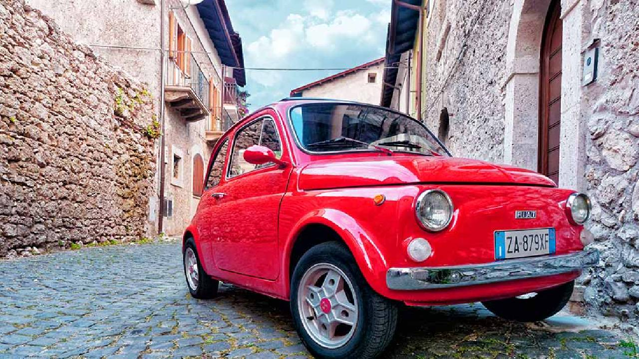 fiat 500 tour  and ride the vintage car