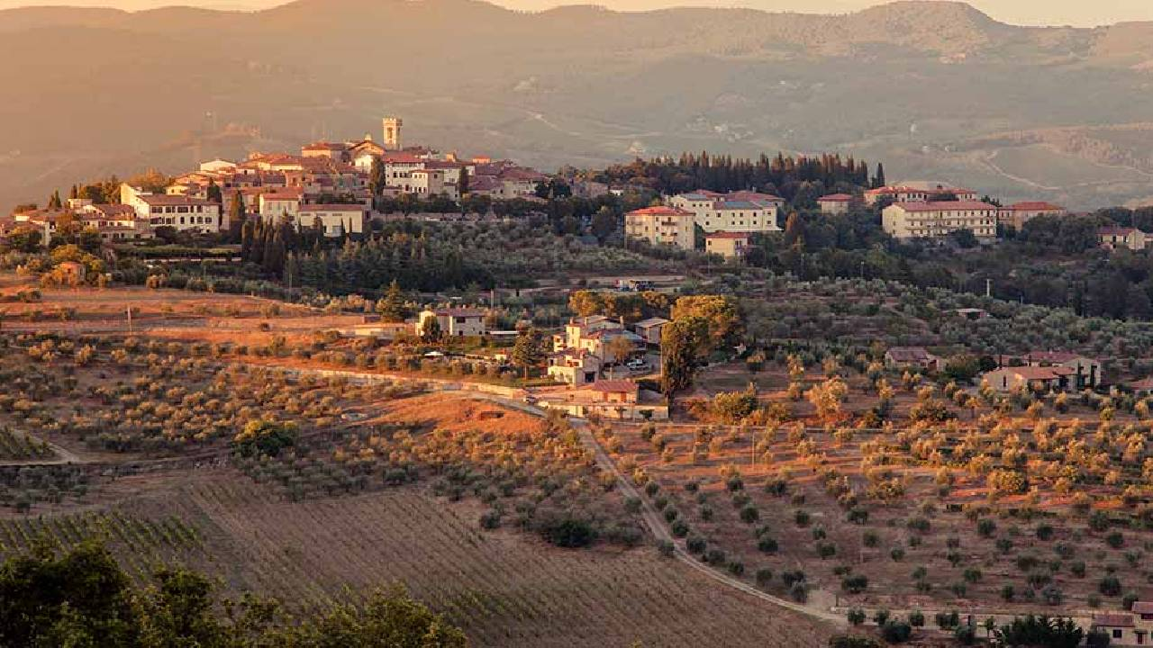 wine tasting tuscany with expert guide